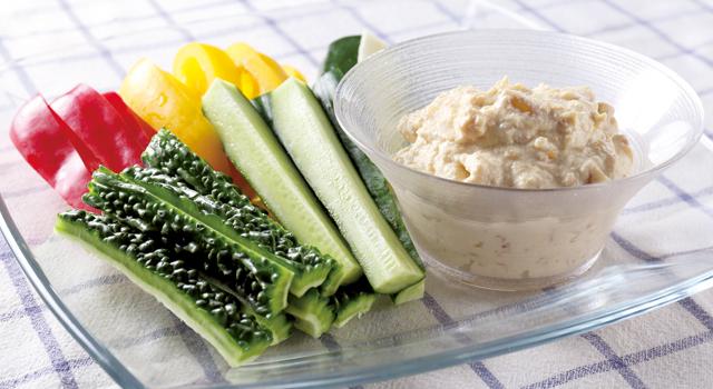 ゴーヤーと夏野菜の豆腐ナッツディップ