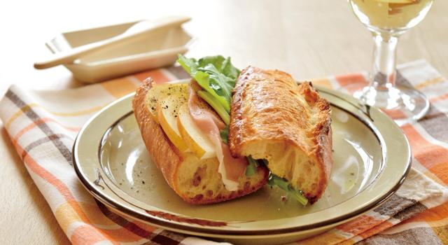 梨と生ハムのサンドイッチ